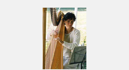 Anne Paus performing with her harp